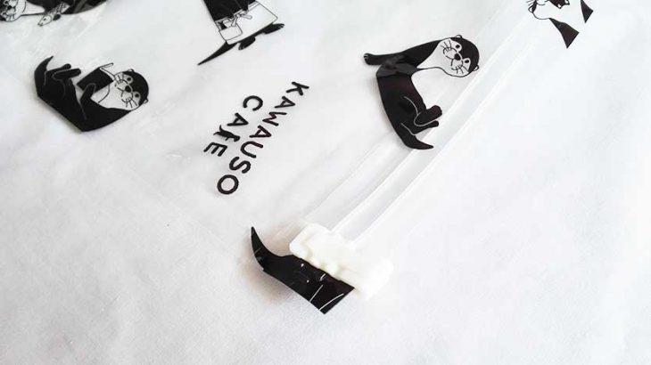 キュートなカワウソが衣類を圧縮してくれる「逆止弁つき圧縮袋」